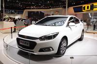 GMは小型セダン「シボレー・クルーズ」を世界初公開した。