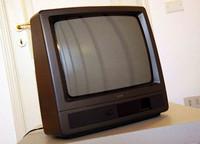 1996年に購入以来、大矢家で16年にわたり活躍した伊ミヴァール社製ブラウン管テレビ。