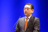 「スバルグローバルプラットフォーム」と「アイサイト」の今後について説明した、スバル技術本部 副本部長の大拔哲雄氏。