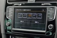 ドライビングプロファイル機能には「コンフォート」「ノーマル」「レース」「エコ」「カスタム」の5モードが用意される。「レース」は「ゴルフR」専用のモード。