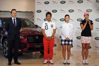 発表会のひとこま。写真左から、ジャガー・ランドローバー・ジャパンのマグナス・ハンソン社長、藤田寛之選手、上田桃子選手、木戸 愛選手。