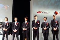 """ずらりと並んだ""""ニッポンモータースポーツの未来""""たち。一番左が、チャンピオンの国本雄資。"""