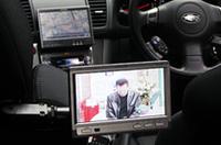 リアシート用のモニターを用意すれば、前でカーナビ、後ろで地デジ放送を楽しむことができる。