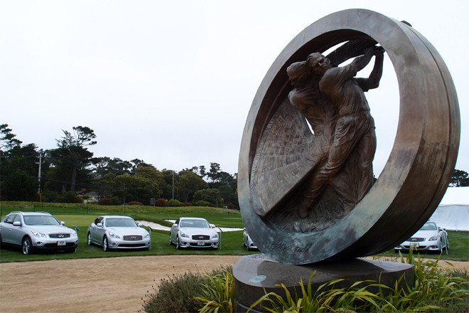 日産のプレミアムブランド インフィニティは、ゴルフコースのモニュメントを囲むように、そのフルラインナップを展示した。