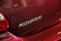 テールゲートに装着された「MIRAGE」のバッジ。
