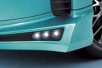 フロントバンパー両端に装着する「エアロイルミネーション」。お値段は、3万8850円。