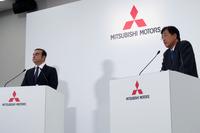 都内で行われた記者発表会の様子。写真向かって左が日産のカルロス・ゴーンCEO、同じく右が、三菱の益子 修CEO。