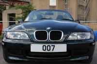 「007」のナンバー(ダミー)をつけた「BMW Z3」。『ゴールデンアイ』のボンドカーだ。