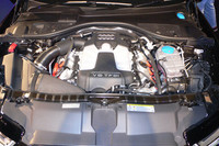 エンジンは、3リッターTFSI(スーパーチャージャー付き)と2.8リッターFSI(自然吸気)の2タイプ。