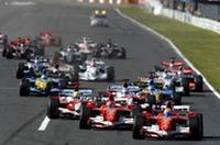 スタートシーン。フロントローからフェラーリの2台、セカンドローからトヨタの2台が1コーナーへめがけ突進。5番グリッドのアロンソは必死にスペースを見つけ、なんとか4位でオープニングラップを終えた。(写真=Ferrari)