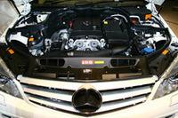 エンジンは基本1.8リッターコンプレッサーと2.5リッターNAの2タイプ。AMGモデルは6.3リッターV8を搭載する