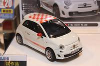 すでに1/24「フィアット500」をリリースしている「フジミ」からは、それをベースにした「アバルト500」が登場。10月中に発売予定で、価格は3200円。