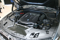 「BMW 540i」に搭載される3リッター直6ターボエンジン。