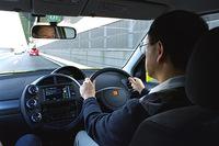 WiLLサイファをドライブするトヨタ自動車の豊田章男常務取締役(アジア本部長、e-TOYOTA部担当) (O)