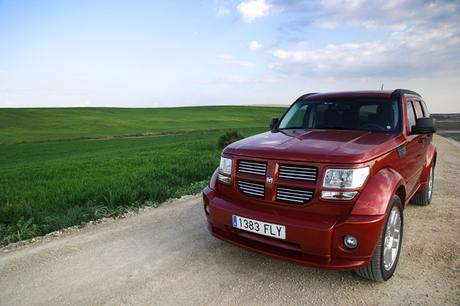 ダッジ・ナイトロ R/T(4WD/5AT)2007年6月より導入が開始される「ダッジ」。そのミドルクラスSUV「ナイト...