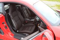 テスト車には18段階の電動調整が可能なオプションのスポーツシート(57万8000円)が備わる。