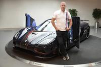 ケーニグセグ氏と主力車種の「アゲーラR」。