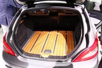 キモとなる荷室も、ご覧のとおり板張りになるなど、個性豊か。