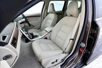 オプション「レザーパッケージ」を選択したテスト車の本革シート。標準車はT-Tec/テキスタイルのコンビシートとなる。