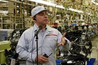 こちらは、VQエンジンの製造現場でのひとこま。「今後は耐震強化策を実施し、同様の震災でも3週間早く復旧できる体制を整える」と意気込みを見せた。