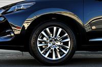"""「プレミアム""""アドバンストパッケージ""""」と「プレミアム」に装着されるタイヤのサイズは235/55R18。"""