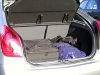 セダンより明らかに使い勝手のいい荷室。一つの難点は、リアデッキが高くなって、後方視界が多少悪くなること。