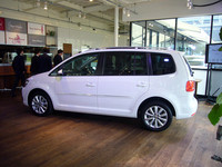VW、新型「ゴルフトゥーラン」を発表の画像