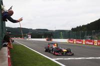 オープニングラップでトップの座を奪うと、ベッテルは44周のレースを完全にコントロール。ドライバーズ・サーキットのスパで2011年に次ぐ2勝目を挙げ、ポイントリードも38点から46点に広げることができた。(Photo=Red Bull Racing)