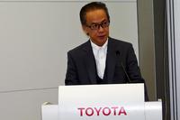 「T-Connect」の概要を発表する、トヨタの友山茂樹常務役員。