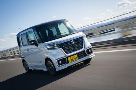 生活必需品として、日本で独自の発展をみせる軽乗用車。新型「スペーシア」は、その中で一番の激戦区である...