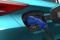 車体後部に設けられた給電口。急速充電を使った場合、約20分で80%の充電が可能になる。