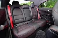 試乗車には、本革シートや、レッドステッチ入りのレザーARTICOダッシュボードなどが含まれた、「AMGレザーエクスクルーシブパッケージ」(45万円)がオプション装備されていた。
