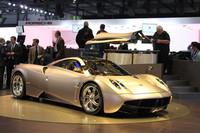 スーパースポーツ「パガーニ・ゾンダ」の後継モデル、「ウアイラ」。エンジンは、メルセデス製の6リッターV12ツインターボ。
