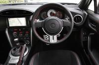 水平基調のダッシュボードデザインは、車体の姿勢変化が判断しやすいようにという配慮から。
