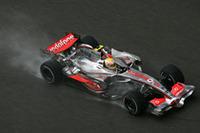 かりに優勝せずともタイトルを勝ち得たハミルトンが、まさかのリタイア。アロンソとの間には4点。余裕あるとはいえないギャップだ。(写真=Mercedes Benz)