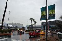 砂漠の街でありながらも、会期中の2日間、ラスベガスは本降りの雨。その影響で展示ホールが停電になるというハプニングが発生した。
