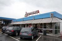 今や普通の建物が主流。それもこれはバールだけの簡易店舗。