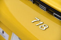 4気筒の「ケイマン」に与えられる「718」のモデル名は、1950~60年代にモータースポーツシーンで活躍した、ポルシェのスポーツカーに由来する。