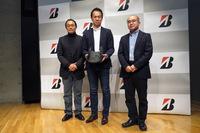 技術発表会に登壇した3人。左から、ブリヂストンの森田浩一氏、花塚泰史氏、統計数理研究所の樋口知之所長。
