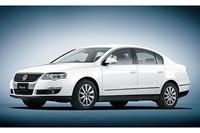 「VWパサート」、エントリーグレードに装備を追加