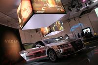 「パフォーマンスシリーズ」を搭載したデモカー。なお、ボーズはたとえ同じモデルでも、革内装とファブリック内装で別々のチューニングを施す。