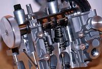 フラット6は、ストロークが78.0から12.8mm延ばされ、ボア×ストローク=96×82.8mm、排気量3596ccとなった。アウトプットが増大したにもかかわらず、燃費は約6%改善されたという。