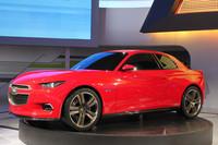 「シボレーCODE 130R」。おそらく兄貴分の「カマロ」をモチーフにしているのだろうが、「BMW 1シリーズクーペ」にもどことなく似ている!?