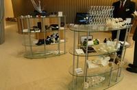 オリジナルグッズは、コレクションごとに展示される。