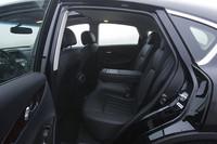 オプションのプレミアムパッケージには、BOSE製プレミアムオーディオやiPod対応CDプレイヤー、左右独立温度調整機構、ハンドル・ミラー・シートメモリー機能付き運転席ほかが含まれる。レザーシートは標準装備であるなど、標準の状態でも装備は充実している。