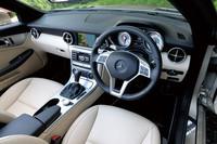 インテリアの様子。新型では、エアコン吹き出し口やステアリングホイールの形状に、スーパースポーツ「SLS AMG」のテイストが取り入れられた。