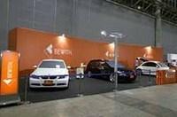 国産ハイエンドブランド、ビーウィズのデモカー、BMW320i(左)とプジョー307SW(右)。共にメモリープレーヤーMM-1と最新アンプ「Accurate A-110S」の組み合わせで、スピーカーは「Confidence」の2ウェイ+サブウーファー。
