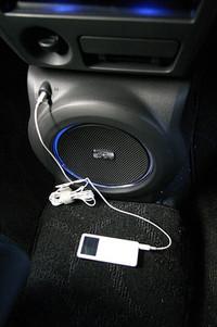 iPod用入力を備えるのはQバージョンのみ。残念!