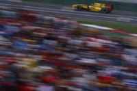 2010年のダークホース、新生ルノーのロバート・クビサが大健闘。予選9位からスタートの混乱で上位にあがり、2位の座を最後まで死守した。(写真=Renault)