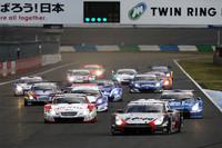 GT500クラス決勝のスタートシーン。